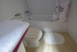 Bathroom Miami Platja house rent