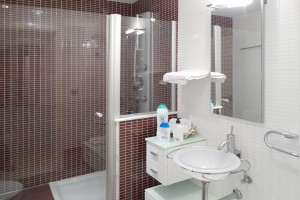 Massage shower villa in Salou