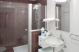 Massage shower villa in Salou